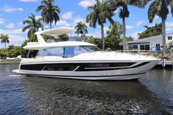 68-2017-Prestige-Motoryacht-01