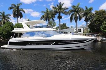 68-2017-Prestige-Motoryacht-02