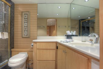 Master bathroom 2-2