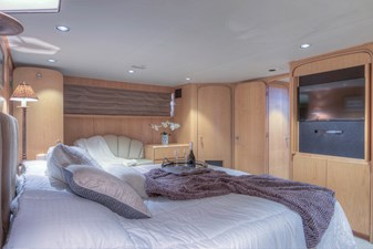 Master bedroom 3-2