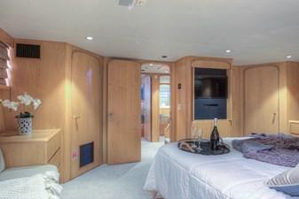 Master bedroom 4-2