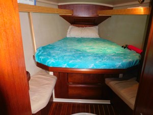 El Libre 73 Guest Cabin and drawers