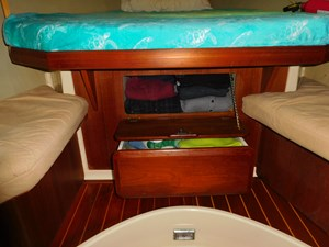 El Libre 74 Guest Cabin and drawers 1