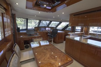 Dining/galley/Helm station