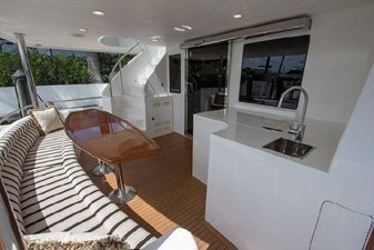 Aft deck seating,