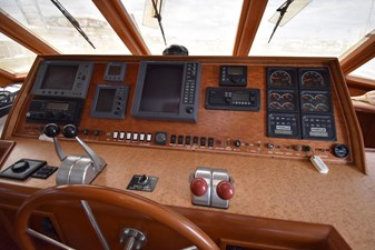 Six C One II 4 62-2000-Offshore-Yachts-Pilot-House-04