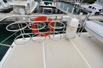 Six C One II 22 62-2000-Offshore-Yachts-Pilot-House-22