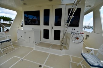 Six C One II 25 62-2000-Offshore-Yachts-Pilot-House-25