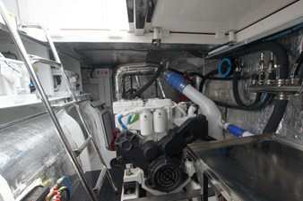CAT CAY 22 Engine Room