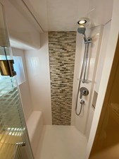 CAT CAY 10 Owner's Shower