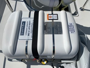 Canister life raft (6) man