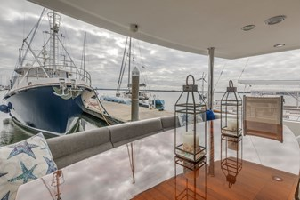 Aft Deck Settee Dining