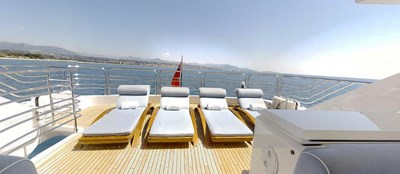 Sunseeker 30 Metre Yacht - Flybridge Sunloungers - Tuppence