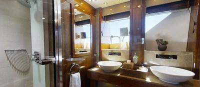 Sunseeker 30 Metre Yacht - Master Cabin En Suite - Tuppence