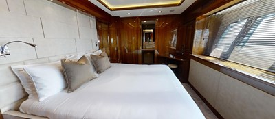 Sunseeker 30 Metre Yacht - Port VIP Cabin - Tuppence