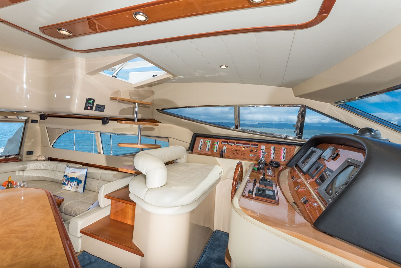 Open Helm, Salon and Steps to Flybridge