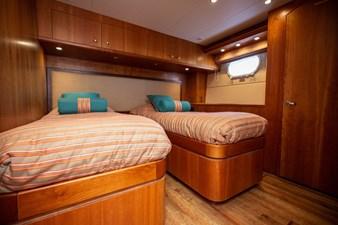 2003 100' Hatteras Motor Yacht Guest Cabin