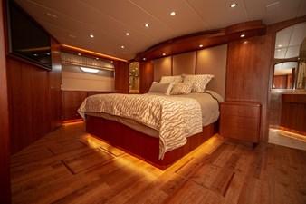 2003 100' Hatteras Motor Yacht Full Beam Master