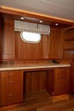 2003 100' Hatteras Motor Yacht Master Desk