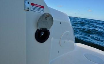 Boston Whaler 230 Vantage 27 27