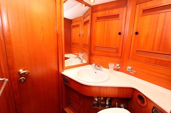 Plum yacht en suite