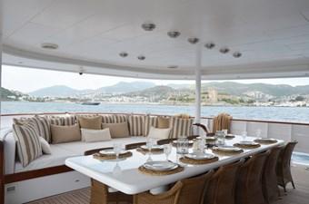 Al-fresco dining on aft deck