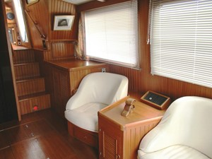 Salon, starboard side forward