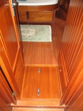 Passage forward to Master Stateroom