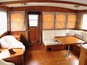 Salon, aft from entrance to Pilothouse