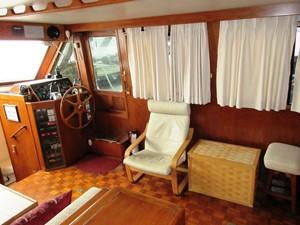 Salon, starboard side