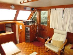 Salon, starboard forward