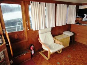 Salon, starboard side w/ door