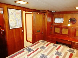 Aft Cabin to entrance to starboard