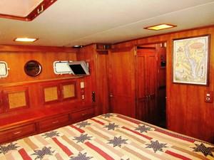 Aft Cabin, port forward