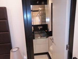 Jaguar80_P&M_master_bathroom