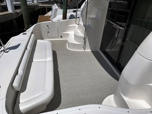 48 Sea Ray Cockpit 2