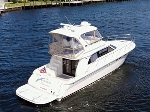48 Sea Ray Exterior Starboard Stern