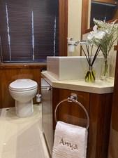 ANYA 26 Bathroom