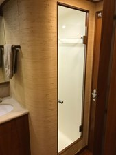 Captain / Guest Head and Shower