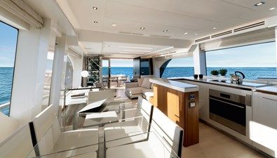 07_MCY70skylounge_Galley
