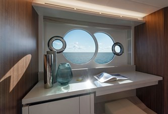 11_MCY70skylounge_Owner-cabin