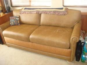 204 Salon Sofa