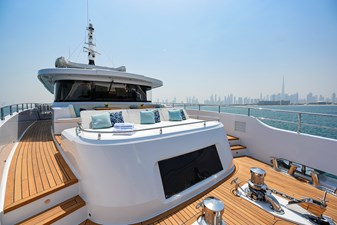 MAJESTY 120-3 25 Fore Deck