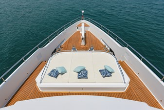 MAJESTY 120-3 24 Fore Deck - Sun Pad