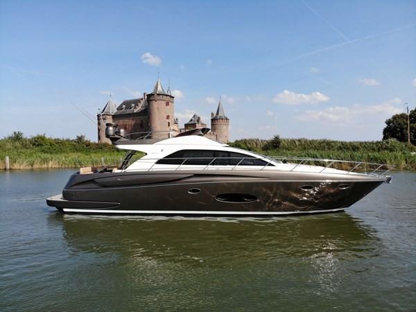 Riva-56-Sportriva-exterior-Lengers-Yachts-2-2