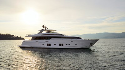SL106 superyacht DINAIA copie