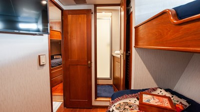 STAR QUEEN 57 guest bunk cabin 2