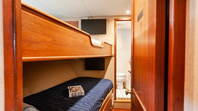 STAR QUEEN 57 guest bunk cabin