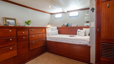 STAR QUEEN 57 guest cabin
