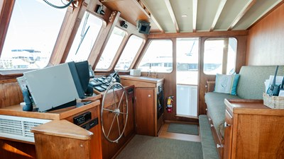 STAR QUEEN 57 pilothouse